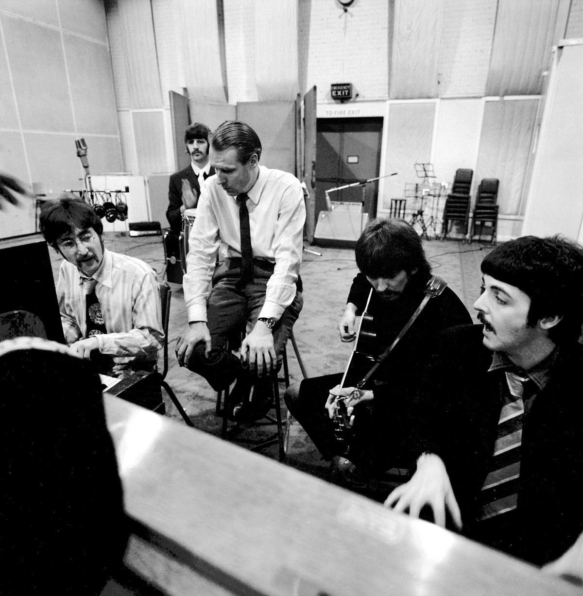 George Martín con The Beatles en los Estudios Abbey Road